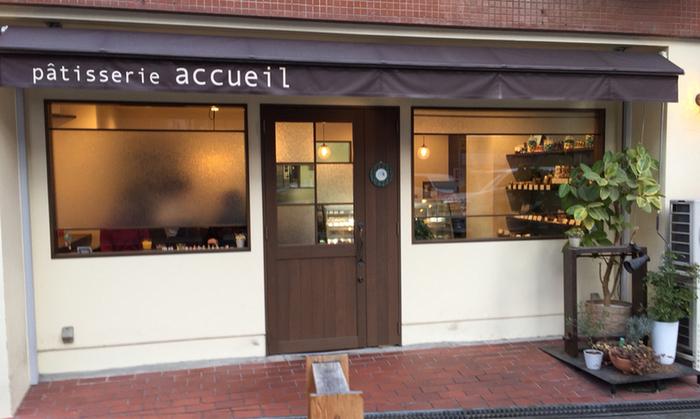2014年にオープンした、大阪・北堀江のpatisserie accueil(パティスリー アクイユ)。 ナチュラル感のあるかわいいお店。イートインスペースもあります。