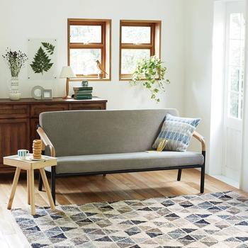 窓枠はお家のつくりによっても違いますが少しスペースがあればラッキー!日差しが一番入る場所でもあるのでやっぱり植物を置くのがおすすめです。また小ぶりのガラス製の置物なども光りを受けてきらきら輝くので、お部屋を明るい雰囲気にしてくれそうです。