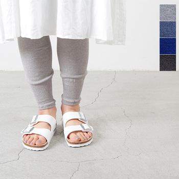 履くだけでオシャレに見えるレギンスは、冷えとりにも重宝します。リブを施したデザインなら細見えますし、レーヨンシルク混裾絞りのさらりとした履き心地が気持ち良い♪