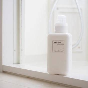 漂白剤には、酸素系、塩素系、還元系などいくつかの種類がありますが、塩素系は刺激が強く取り扱いも大変なため、家庭で使うには酸素系がおすすめです。除菌・殺菌効果もあり色柄物にも使えるので、洗濯に使っているご家庭も多いのではないでしょうか?