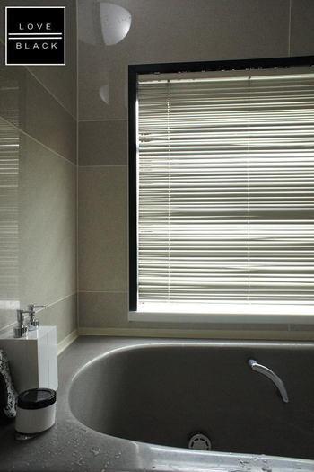 実はお風呂掃除って、毎日お掃除が必要な箇所と、毎日やらなくてもまとめて汚れを落とせる箇所とがあるんですよ。効率的に掃除することで、お風呂掃除にかける時間も、お風呂掃除でかかる負担も、もっと短縮できるはず。
