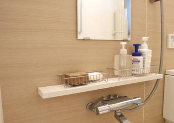 まずはお風呂の汚れについて抑えておきましょう。「水垢」や「黒カビ」、そして「皮脂の汚れ」「石鹸のカス」「ピンクぬめり」が主な汚れとしてあげられます。水垢や石鹸カスは【アルカリ性】、ピンクぬめりや黒カビ、皮脂などは【酸性】の汚れと覚えておきましょう。