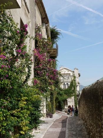 ニースで有名なコート・ダジュールにあるサン・ポール・ド・ヴァンスは芸術家に愛された村としても有名で画家のマルク・シャガールはこの村で20年暮らしたそうです。