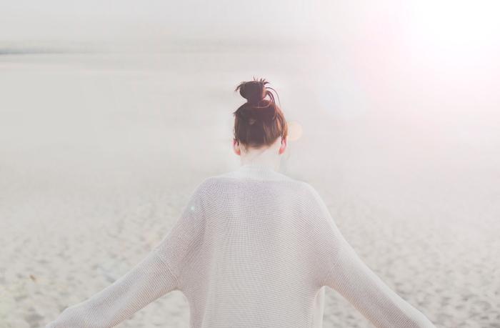 でも、「自分を好きでいること」と「自分に自信があること」は、似ているようでちょっと違います。必要なのは、他人を圧倒するような自信ではなく、自分も他人も慈しむ穏やかな気持ち。今の自分を丸ごと受け入れられるようになると、そんな優しさが自然と湧いてくるんです。