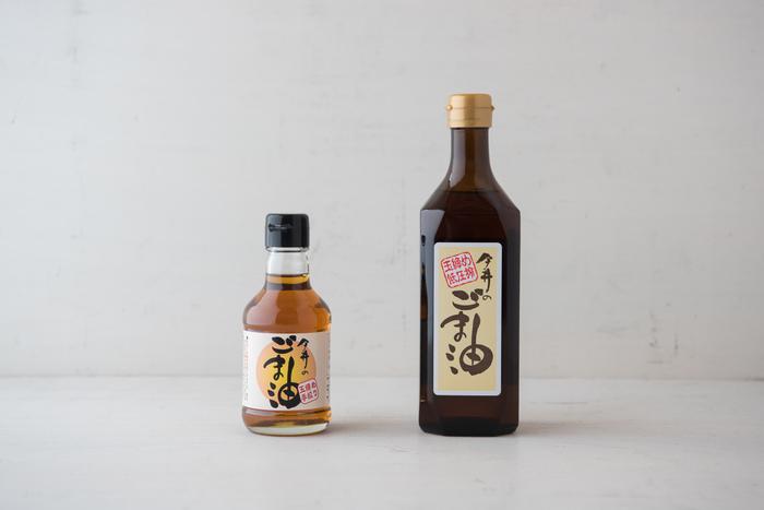 昔ながらの製法と職人さんの技で作られる『今井のごま油』。伝統的な機械を使った玉締め低圧搾製法で、ゆっくりじっくり圧力をかけながら搾り出されたごま油です。ごまの香ばしい風味がふわりと香り、食欲をそそる味わいです。