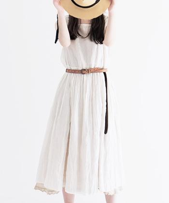 暑くて汗をかいても汗ジミを気にせず着られる、白いアイテム。明るい爽やかな白は、夏らしくおすすめなカラーです。