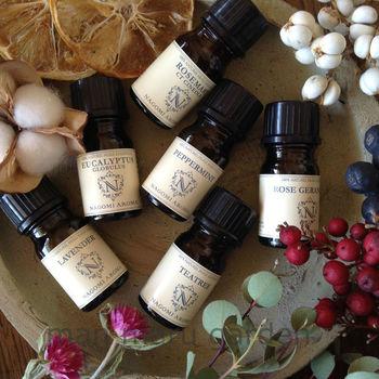 アロマオイルにはいろいろな作用があります。ラベンダーやベルガモット、ローズなどリラックス効果のある香りがおすすめです。