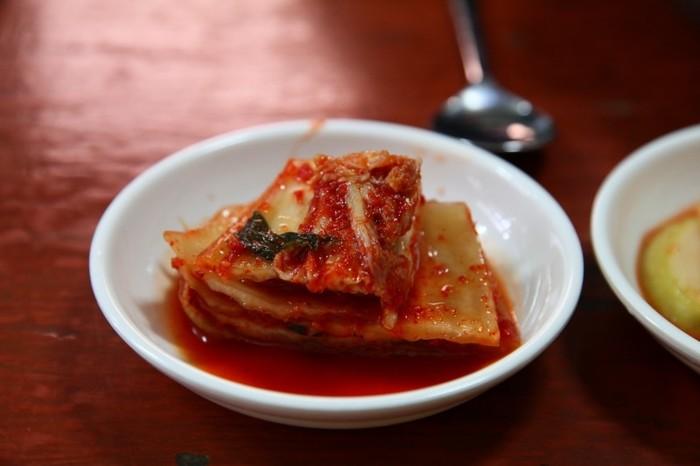 Photo on [VisualHunt](https://visualhunt.com/re4/c2cc1c08)  暑くなると汗を流しながら辛い物が食べたくなりますよね。そんなときに活躍してくれる食材が「キムチ」です。キムチは発酵食品なので日持ちもし、カプサイシンの効果で脂肪燃焼も期待できちゃう女性にとって嬉しい食材の一つです。またそのまま食べることができるので他の食材と合わせて調理する際も簡単に一品作れちゃうのも嬉しいところ。