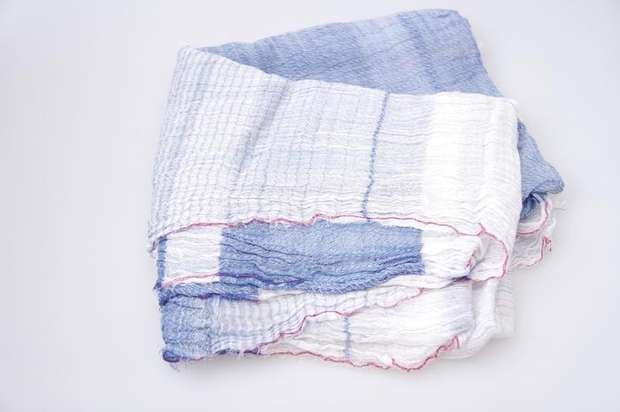 染色した糸で織る播州織は、色落ちしにくいのが特徴。長く使えるので、プレゼントとしてもおすすめです。
