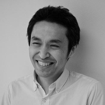多摩美術大学でテキスタイルを学んだ後、粟辻博デザイン室に勤務。2005年に独自のファブリックブランド「OTTAIPNU」を設立し、大胆でカラフルなファブリックデザインを中心としたものづくりを行っています。フィンランドとも縁が深く、マリメッコへのデザイン提供やムーミンのトリビュート企画など多岐にわたり活躍。