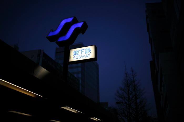 仙台の街の中はJRも各線あり、さらに東西線と南北線の地下鉄が縦と横に走っています。さらに、仙台市交通局と宮城交通の 2つの路線バスがあり、車がなくても多くの場所に訪れることが可能なんですよ。
