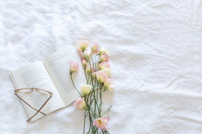 夏は気温が高いので、香水をつけた時の香りが変化しやすい季節。 また寒い時期に比べると体温も高くなるので、香りが強まりやすく、そのため香りに変化の出やすい夏は、爽やかで心地よいフレッシュな香りをおすすめします。自分も周りの人も心地よく感じる香り選びやつけ方を意識しましょう。