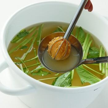 そして、そのまま鍋の中で味噌溶きとして使える便利なアイテムです。