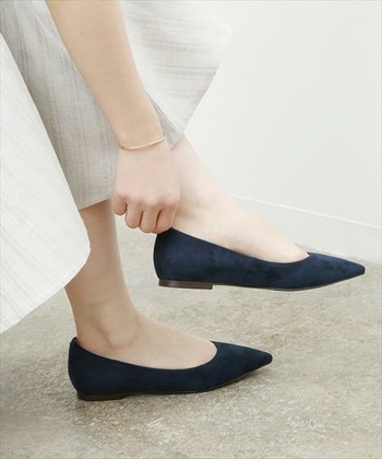 色も形も気に入って買った靴だけど、履いて出かけた先でだんだん指先が痛くなったり、気付いたら靴擦れしていたり、と辛い思いをすることも少なくありません。ただでさえ常に全身を支えている足にとって、合わない靴を我慢している状態は過酷そのもの。見た目がどんなに素敵な靴でも、長く履いていられないようでは価値も半減してしまいます。