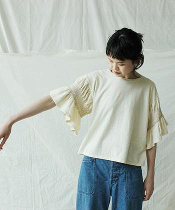 デザインTシャツを数枚ワードローブに揃えておけば、コーディネートに迷ったときもおしゃれな時短コーデをすぐに作ることができるようになります。ぜひお気に入りのデザインTシャツとデニムをゲットして、時間がない朝のコーディネートに活用してみてくださいね♪
