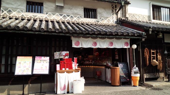 築約150年の古民家を利用した「くらしき桃子」は、JR山陽本線の倉敷駅より徒歩約13分の距離にあります。