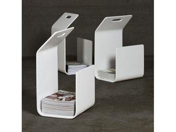 デザイン性が高く機能的なアルテックのマガジンラック。すっきりきれいに雑誌を重ねられる上、持ち手までついています。ミニマリストのモダンなインテリアにも上手くなじんでくれそうです。