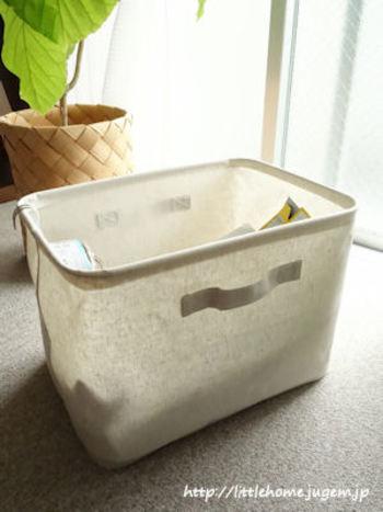 「ポリエステル綿麻混・ソフトボックス」は、生地の内面をコーティングした布製ボックスです。モジュールが統一されているので、シェルフなどと組み合わせても使えます。