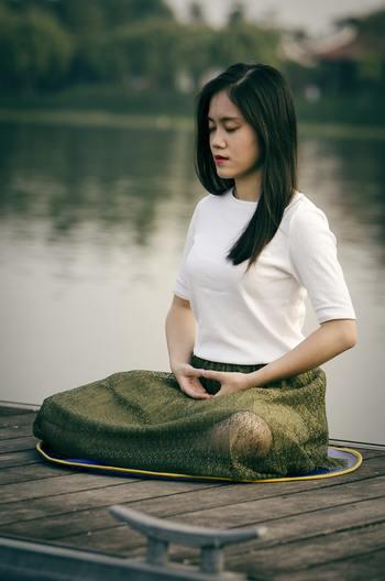 呼吸をゆっくり深くすることで、不思議と心が安定してきます。血行もよくなりますので、健康にも◎。