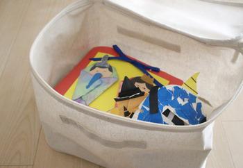 同じくフタつきタイプの小サイズは、残しておきたい子供の作品入れとして。中がコーティングされているので、クレヨンや絵の具の作品も安心です。