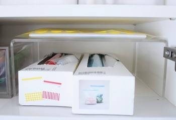 棚の中を上下に仕切ることができるので、収納力も2倍に!使い勝手の良い収納を作ることができますよ。