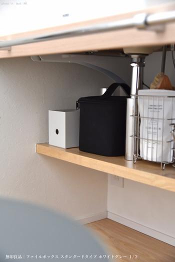 他のメイク用品と一緒に洗面所の下に収納しています。コンパクトサイズなので、生活感なくどこにでもすっきり収まります。