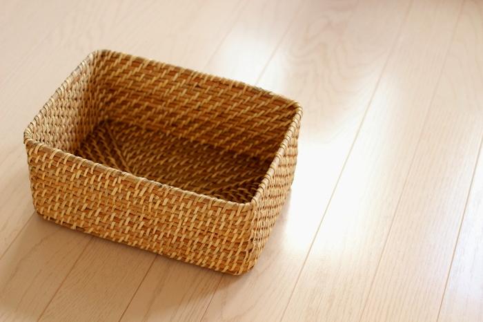 こちらは「重なるラタン長方形ボックス・小」。先ほどの「長方形バスケット」よりもさらに小さいサイズで、細かいものを整理するのに便利です。