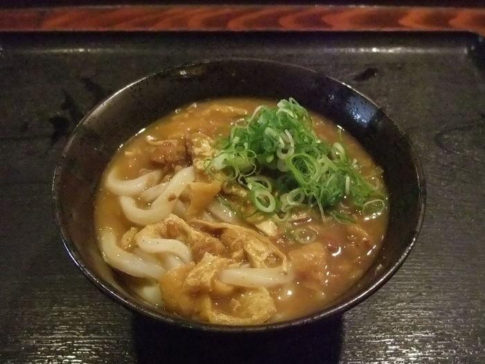 讃岐うどんを東京に広めた仕掛け集団が作り出す、喉越しツルツル噛むともちもちの讃岐うどんに纏わせた優しい味わいのカレーが美味。