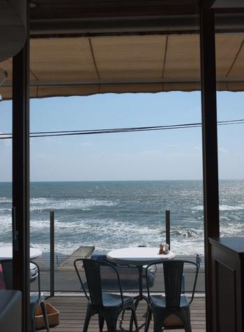 海を眺めながら美味しい食事やスイーツを食べられる、鎌倉エリアのお店をご紹介しましたが気になるお店はありましたか?駅周辺でカフェに入るも良し、海辺まで少し歩いてレストランに入るも良し、たまにはゆったり鎌倉ならではの大人な夏時間を過ごしてみてくださいね。
