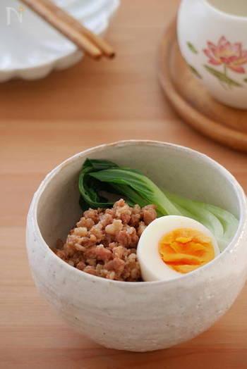 こちらは、上で紹介した八角入り万能タレを使った、台湾家庭料理の定番・魯肉飯。作り置きができる肉そぼろなので、忙しいときやお弁当などに便利です。