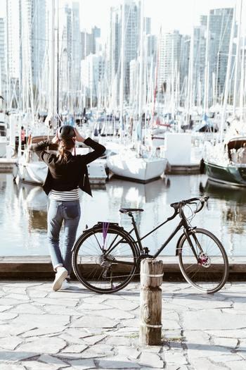 本格的なものでなくても、自分で目的地を決め、自分の足だけで進むバイクは普段考えすぎて絡まっている心をまっさらに戻してくれそうです。前に進む、そのことだけにただ集中する経験は特別なものになるはず。