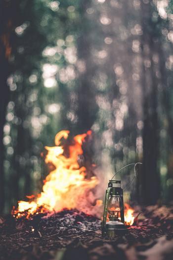 ひとりだとパチパチと燃える火や、空を埋め尽くす星など、普段気づきもしなかったことのありがたさや素晴らしさが際立ちます。そして、何から何まで自分ひとりでやらざるを得ないという状況は、改めて周りへの感謝につながりそうです。