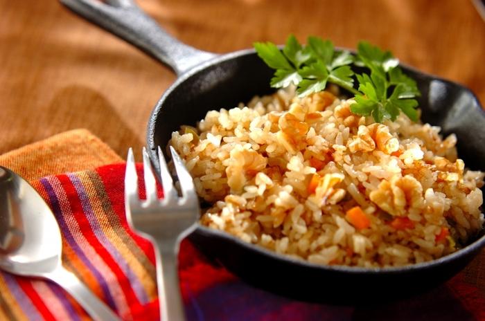 野菜をシナモンパウダーなどで炒め、炊飯器で炊くシナモンライス。ちょっと珍しい使い方ですね。スープカレーなどにもよく合うそうですよ。ぜひ、試してみてください。