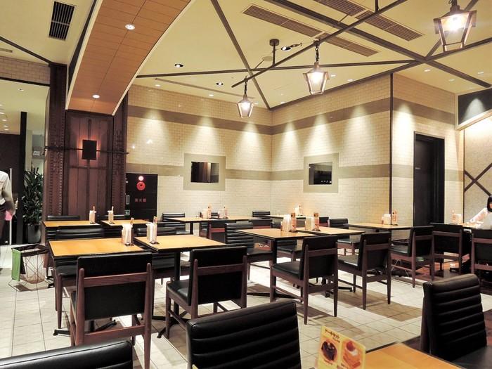 高い天井と綺麗な内装は清々しい気持ちでカレーを食べさせてくれる場としても有名です。