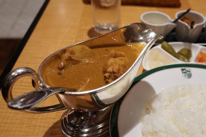 中村屋オリジナルの「中村屋純印度式カリー」は、絶妙なバランスのスパイスの調合で作られたカレーで、日本におけるカレー文化を作り上げてくれた逸品といっても過言ではないお味です。
