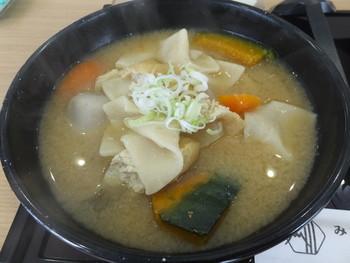 ほうとうに入れたり、スープに入れたり・・・。サービスエリアや郷土料理のお店で味わえるほか、お土産物店、D&DEPARTMENT 山梨店などで購入可能です。