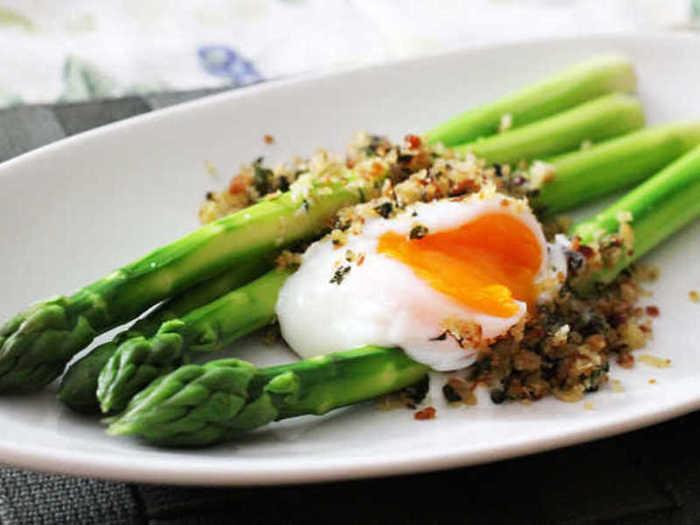 ヨーロッパでも多くの種類がある卵料理。「スコッチエッグ」や「スパニッシュオムレツ」など、日本でもおつまみなどで楽しまれるようになりました。イタリアでは卵をのせた料理を「ビスマルク」といい、食卓でも手軽に卵料理が食べられています。最後は、簡単な調理なのにお弁当やおつまみに最適なヨーロッパで親しまれている卵料理をご紹介します♪
