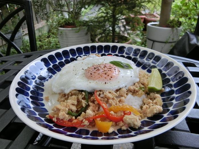 お酒が飲めるお店と聞くと、おつまみ程度の食事を想像しがちですが、岡山県内でとれた野菜を使用したメニューや、旬の食材をふんだんに使用したランチメニューなど食事もしっかりいただけます。