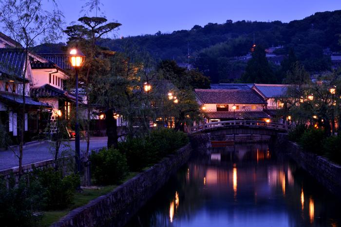 夕暮れから夜の散策もロマンチックな倉敷。せっかくなので美味しいカフェで夜ごはんはいかがでしょうか。