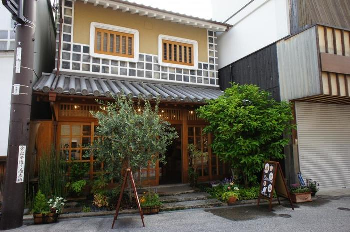 JR山陽本線の倉敷駅より徒歩約10分、倉敷美観地区のすぐそばにある「mugi」。