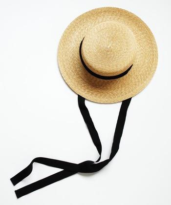 神戸発の帽子ブランド「mature ha.」のトレンド感のある帽子がこちら。つばが広く、形がしっかりとしたクラシックな佇まいの帽子。