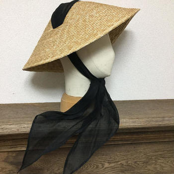 「生活の中に美しく溶け込むクラシックなデザイン」をコンセプトに作られてるsugriの帽子。こちらは昨年より人気のベトナムハット。