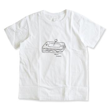 ん!?サンドイッチ...?いや、よく見ると、スマートフォン。YAEKA(ヤエカ)のゆるっとかわいいイラストTシャツ。ほんのちょっと期待を裏切ってくるさじ加減が絶妙です。