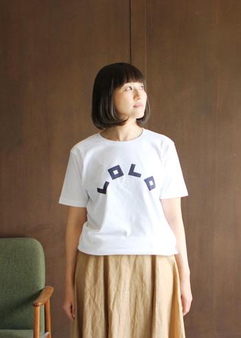 ブランド名がフロントにあしらわれた白Tシャツ。踊っているような太字のロゴがとてもキュート。一枚のインパクトがあるので、シンプルなコーデによく映えそうです。