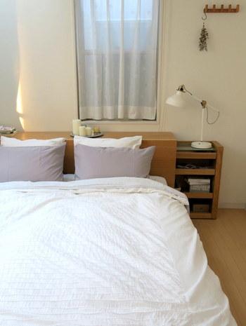 寝ている時も熱中症になるので、エアコンはしっかりと使いましょう。ただし、温度、風量、風向き、タイマーなどを調節して冷風に頼り過ぎないようにしましょう。