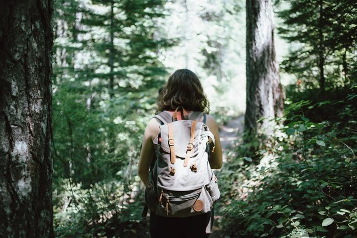 登山は本格的な装備と知識がないと出来ないと思われがちですが、山によってはビギナーでも登れるものや、登ることがメインではなくトレッキングなど山歩きを楽しむものもあります。日帰りコースやハイキングコースなど、自分の体力に合わせて選びましょう。