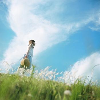 自分の歩幅で歩こう!夏の不調をマイペースに乗り越える『スローダウン』のすすめ