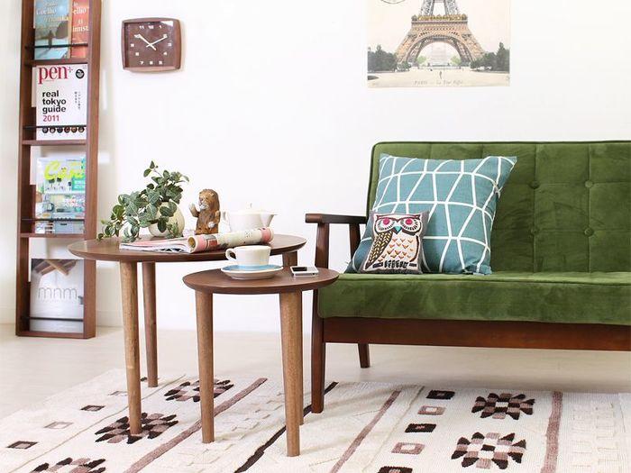 ソファ用のテーブルも、コンパクトで脚長なら床がすっきり!こちらのテーブルは大小2つがセットになっているので、使わない時は重ねて置いておくことも可能です。