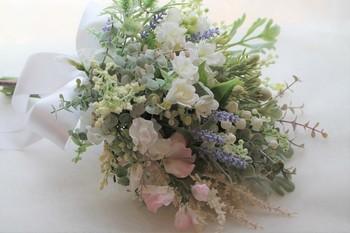 ジャスミンの花言葉は、「優美」「愛らしさ」「温和」。花嫁さんの優しさや可愛らしさを表現するのにぴったりな花言葉ですね。 星形の可愛い花びらを活かす、ラウンドスタイルや大人っぽいクラッチブーケがおすすめです。