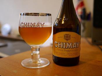 ベルギービールの代名詞とも言えるトラピストビールは、醸造所を持つトラピスト会の修道院で生産されているビールです。 一般的なビールよりもアルコール度数が高く、瓶に詰めてからも発酵が進むのが特徴です。 のど越しを楽しむピルスナーとは根本的に別の飲み物という印象で、じっくり時間をかけて味わうビールです。ワインが好きな方におすすめです。